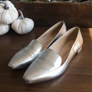 Isaac Mizrahi Silver penny Loafer Size 7.5